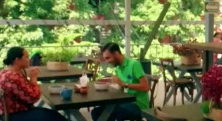 Dejó solo una mesa en su restaurante
