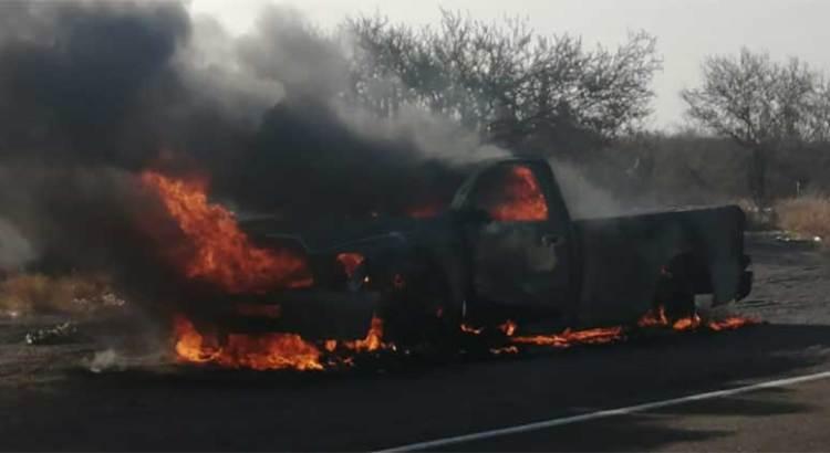 Se incendió vehículo en la carretera