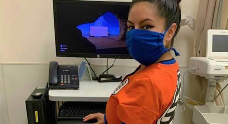 Se vistió enfermera como Gokú