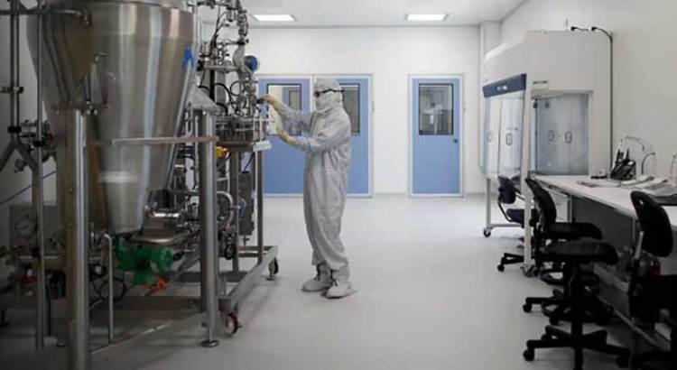 Ya está en producción vacuna de AstraZeneca-Oxford