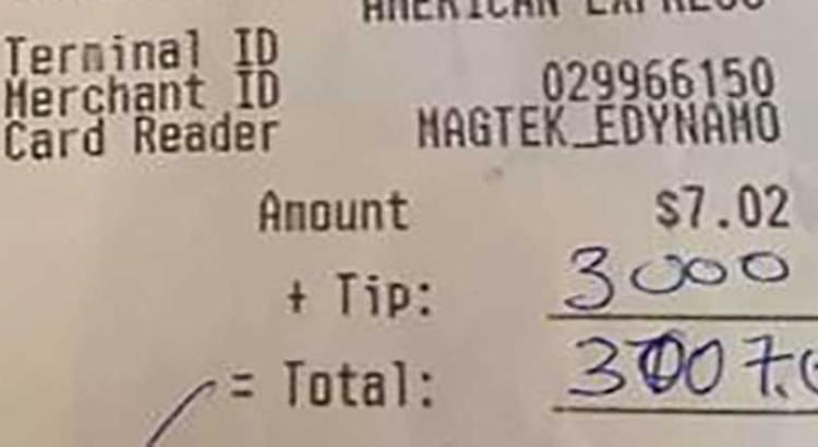 Dejó 60 mil pesos de propina en un restaurante