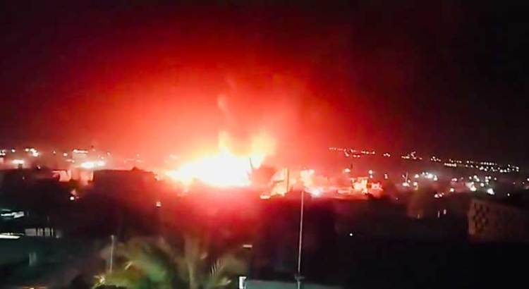 Voraz incendio en la colonia Caribe Bajo