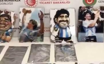 Intentó pasar droga en retratos de Maradona