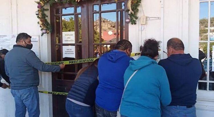 Toman trabajadores el palacio municipal mulegino