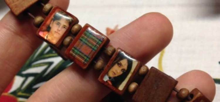 Durante años abuelita le rezó a pulsera de RBD
