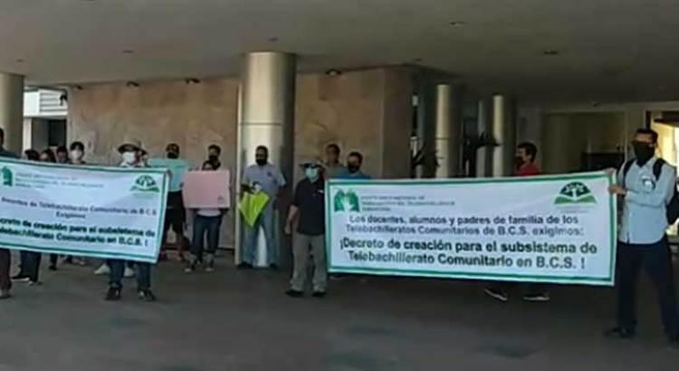 Se manifestaron profesores de Telebachillerato