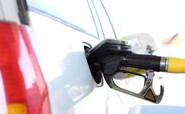 Se disparan en EU precios de gasolina, autos y ropa