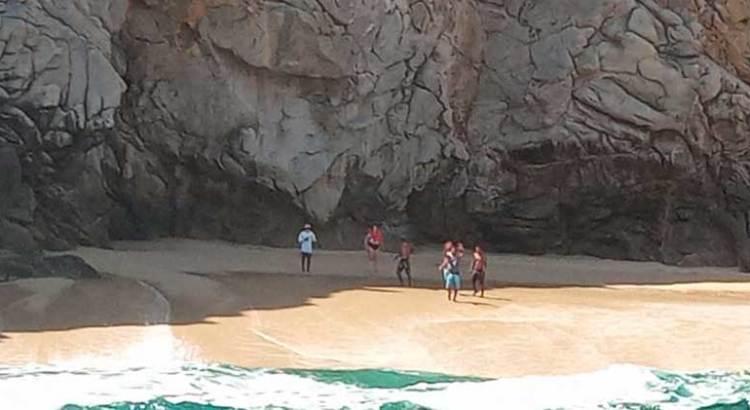 Rescata Marina a turistas en la Playa del Arco
