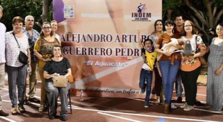 "Rinden homenaje al profe ""Aguacate"""