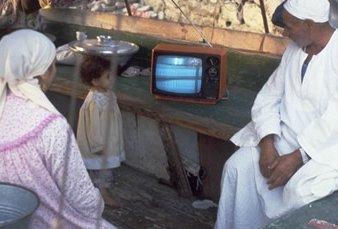 Penjala Baja; menonton SAT-7