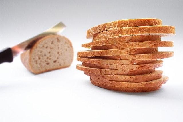 Roti tawar jadi salah satu pilihan menu yang mudah dan baik selama pendakian
