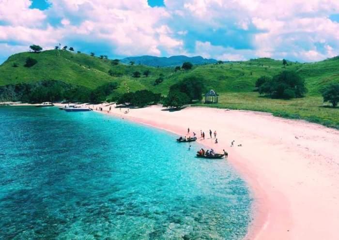 Pantai Pink, Lombok Timur, NTB