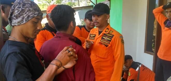 Komandan Tim Basarnas Pos SAR Jember, mengkoordinasikan pencarian Thoriq, siswa SMP asal Bondowoso