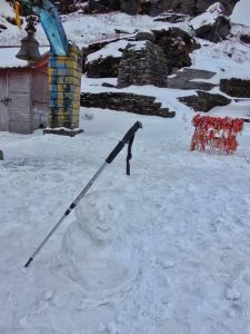 Making snowman outside Tunganath temple in Chopta, Uttrakhand