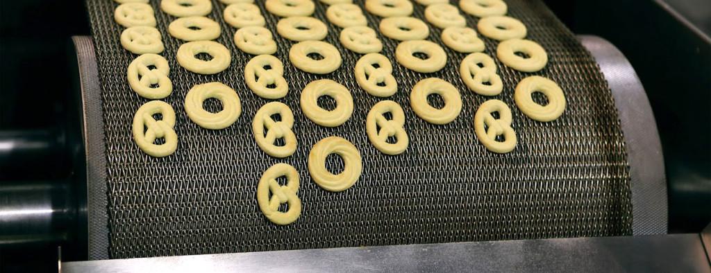 Cookies on Wire Mesh Conveyor Belt