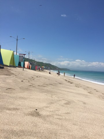 Long wide beach of Cruita with carpas for rent
