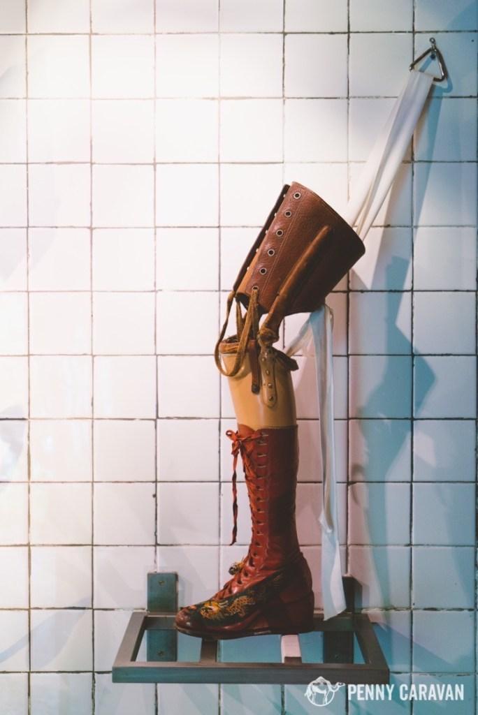 Frida's prosthetic leg.