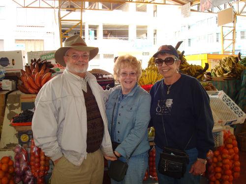 Cheryl, Richard & Penny at Gualaceo market