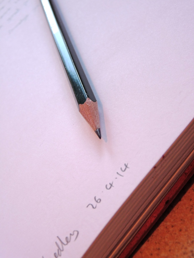 Faber-Castell 9000 pencil pointy end