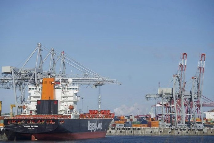 Shipping industry warns of disruptions from possible strike at Port of Montreal - Montreal