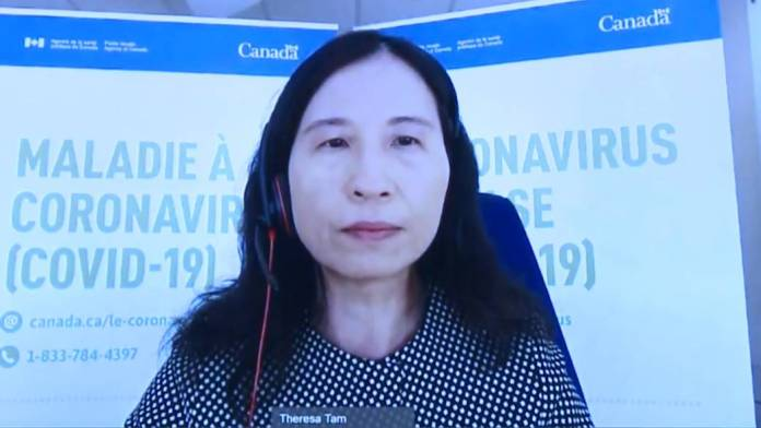 Click to play video 'Canada's top doctor discusses COVID-19 vaccine dose intervals following NACI recommendations'