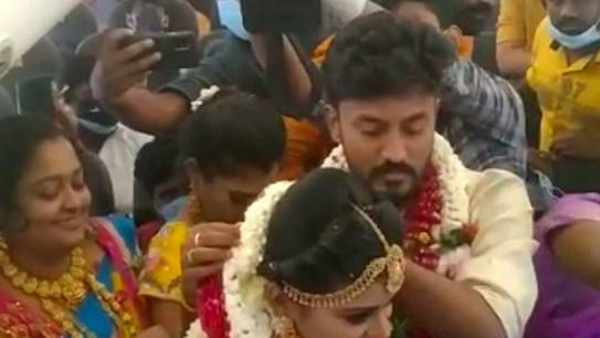 Video: Indian couple tie the knot on chartered plane with over 100 relatives - News