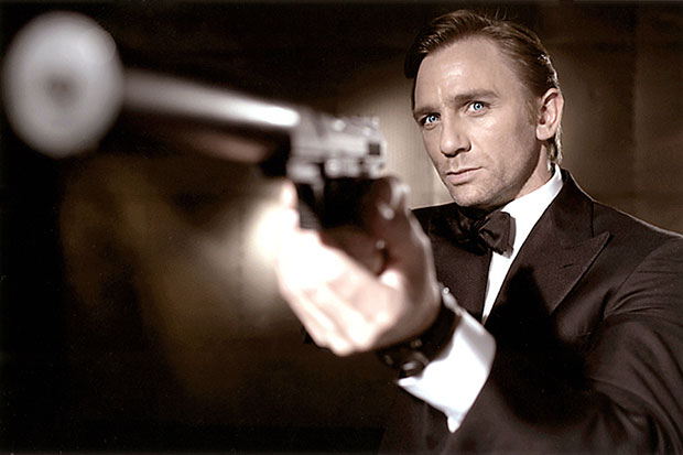 Daniel Craig Thinks James Bond Should Be A Male For This Reason – Hollywood Life
