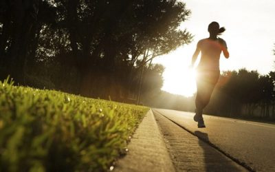 Dicas para ter uma vida mais saudável levantando cedo e praticando esportes