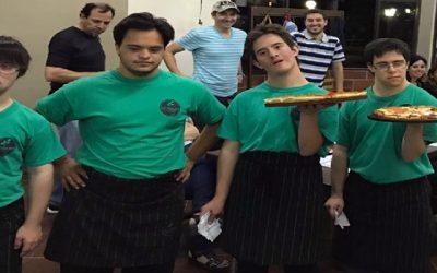 Grupo de amigos com Sindrome de Down rejeitados pelo mercado de trabalho abre pizzaria de sucesso