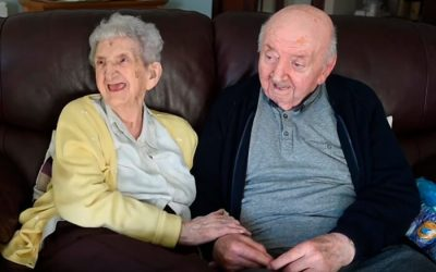 Idosa de 98 anos muda-se para asilo para cuidar do seu filho de 80 anos
