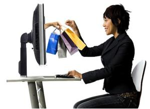 Personne en train de faire du shopping en ligne
