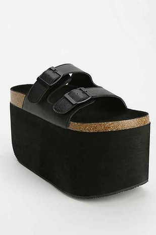 Everest Platform Sandals par Urban Outfitters en noir