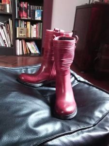 Les bottes rouges de The Shoes Must Go On