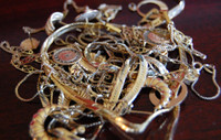 Tangled_and_damaged_gold_jewelry