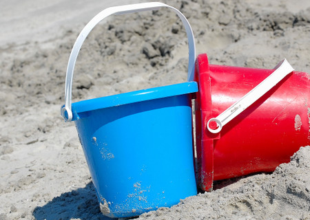 Blue_and_red_sand_pails_at_beach_2