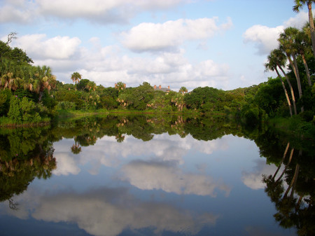 Sky_reflection_in_kiawah_pond