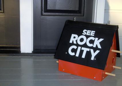 See_rock_city_birdhouse