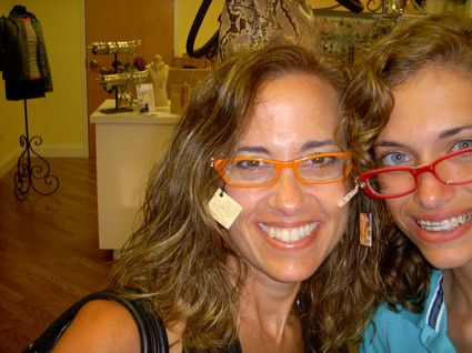 Motherdaughtershoppingsilliness