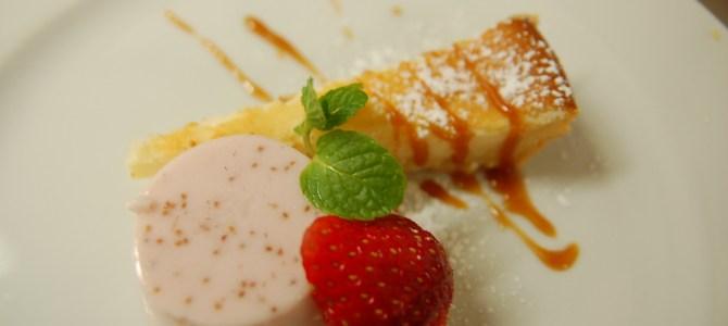 《春の新メニュー》チーズタルト&とちおとめのいちごムース自家製キャラメルソースかけ