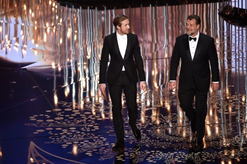Ryan-Gosling-Russell-Crowe-Oscars-2016-Moments-Vogue-26Feb16-Getty_b_1440x960