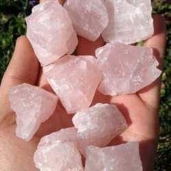 Розовый кварц (необработанный камень), 40-50 мм