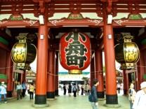 asakusa-temple-three-lanterns
