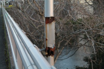 上総亀山 rusted light pole