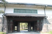 The Obikuruwa gate (帯曲輪門)
