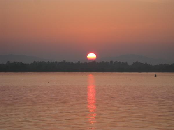 coucher de soleil sur le Thanlwin