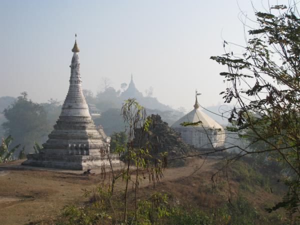 les stupas du monastère Haridaung
