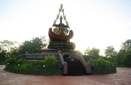 000 Suranaree Laan_Yaa