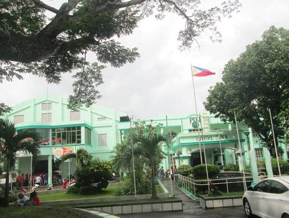 Pili Municipal Hall