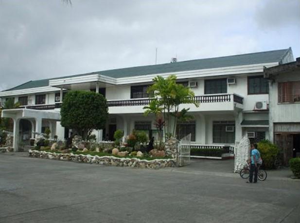 Naujan Municipal Hall