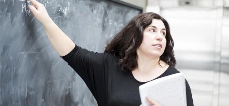 Ασημίνα Αρβανιτάκη: Η Ελληνίδα Φυσικός που δίνει λύσεις για να κατανοηθούν τα μυστικά του σύμπαντος
